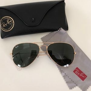 Black Ray-Ban Aviators